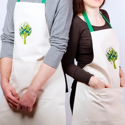 Apron with artichoke screen print: this unisex natural cotton item makes a rustic gift.